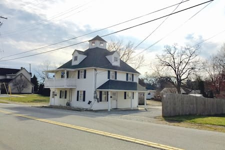 Quaker Carriage House near Wilmington College - Wilmington - Huoneisto