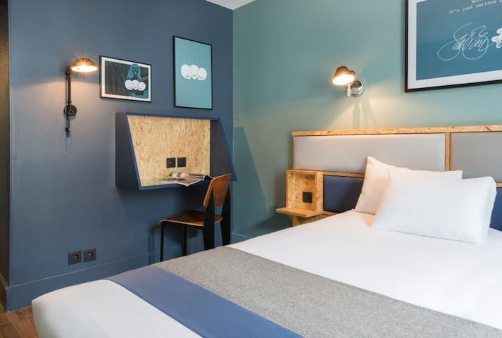 Room with retro design in the heart of Montmartre