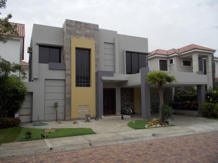 Casa completa 3 dormitorios para 6 personas