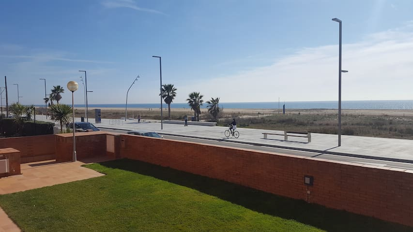 Great house on the beach close to Barcelona! - Castelldefels - Rumah
