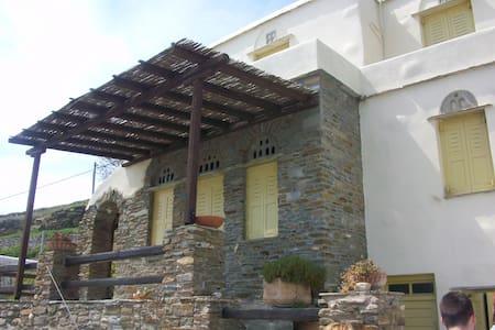 Tinos Guesthouse - Arnados - Землянка