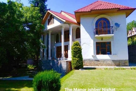 The Manor Charming Victorian Mansion Nishat Sgr