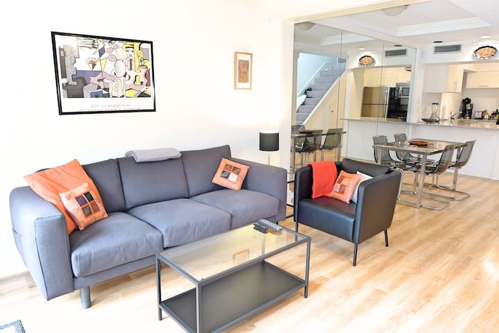 Modern, Bright 1 Bed Condo! Patio&Great Amenities