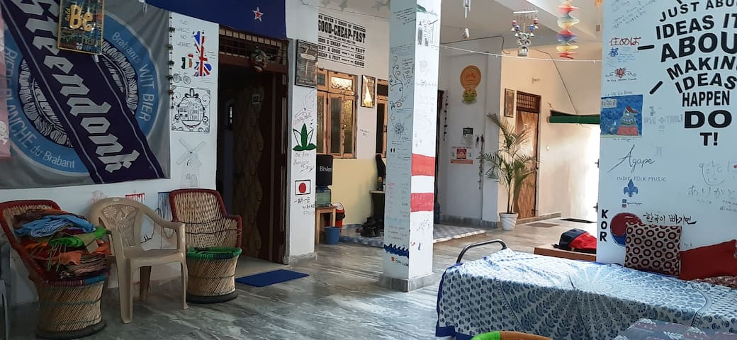 Zigzag Homestay (Walk to Taj Mahal, Quite & Clean)