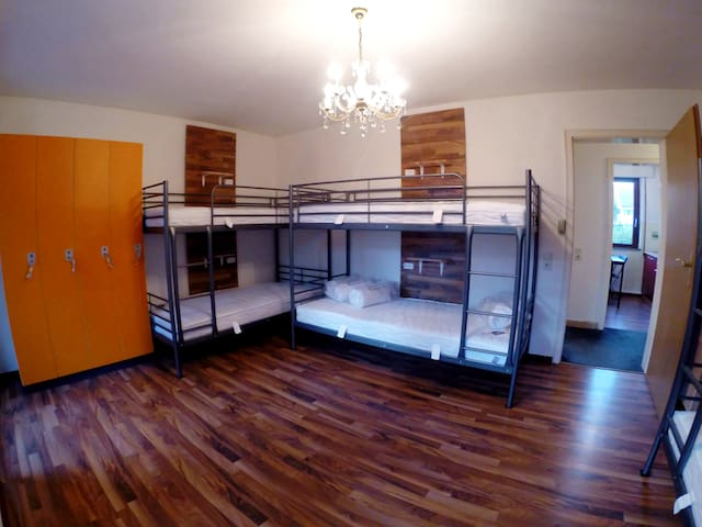 One Bed in 6-Bed Dormitory Room (Schlafsaal)