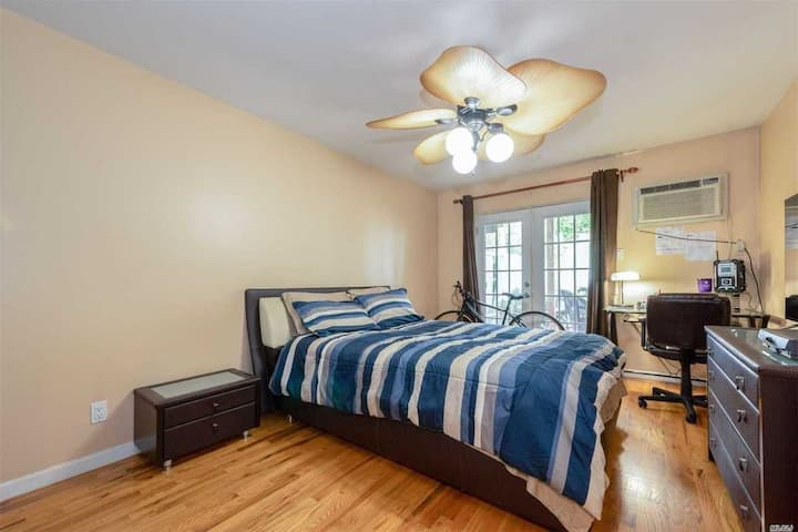 Large private room with Backyard Access - BROOKLYN