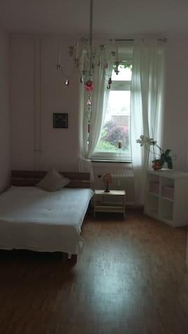 Zimmer in zentraler und ruhiger Lage - Karlsruhe - Apartment
