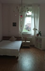 Zimmer in zentraler und ruhiger Lage - 卡尔斯鲁厄 - 公寓