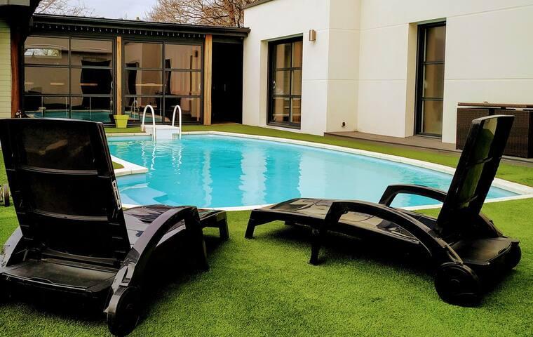 Villa haut standing  avec piscine et spa privatif