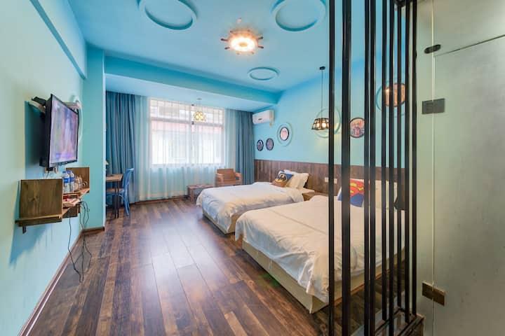 独享动漫双床房,漫步崇阳溪溪畔,武夷山梦想家客栈