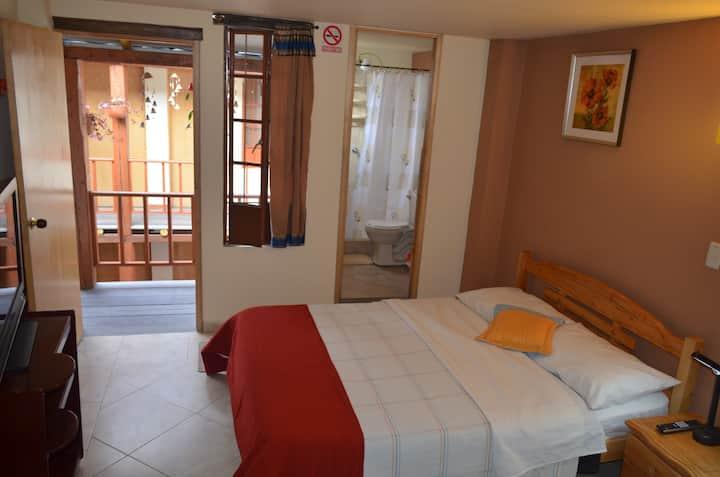 La Candelaria habitación con baño, cama doble.