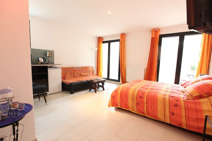 Les Coudreaux/chambre d'hôte/orange - Rueil-Malmaison - Bed & Breakfast