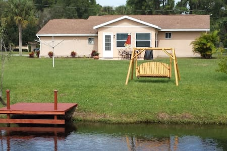 Canal House close to Mineral Springs and Beaches - North Port - Haus
