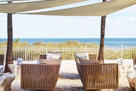 Renovated Ritz-Carlton Beachfront Res 1 BD Suite