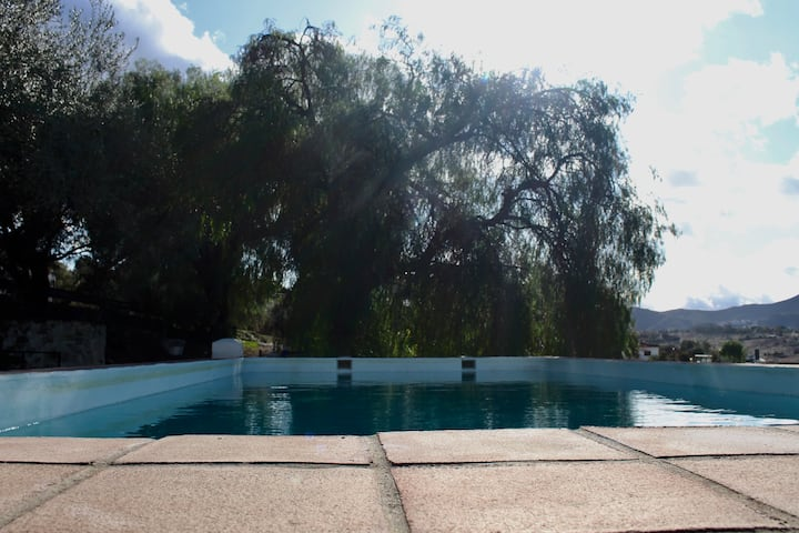 Casa rural con vistas. Habitación Alcaucín.