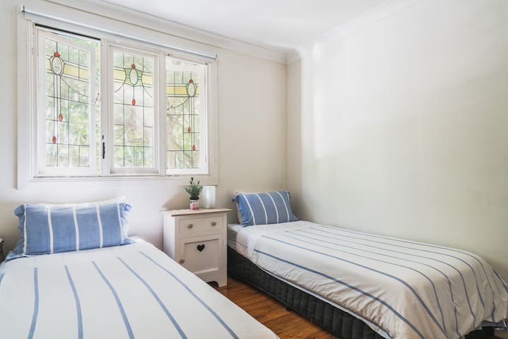 Pyrmont: Two singles or King bed in Sydney City