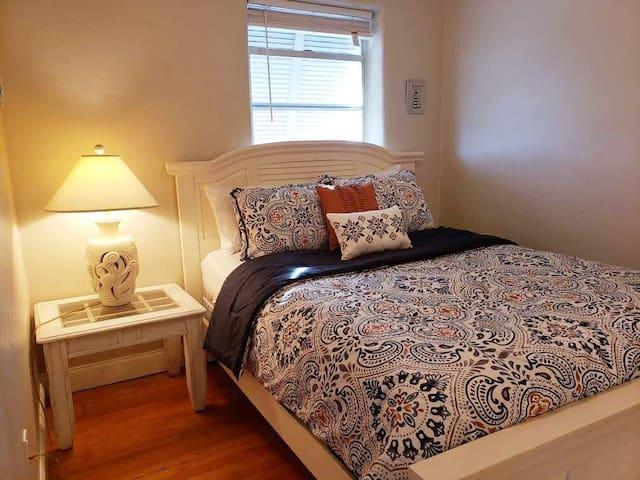 Master Bedroom -Queen Bed