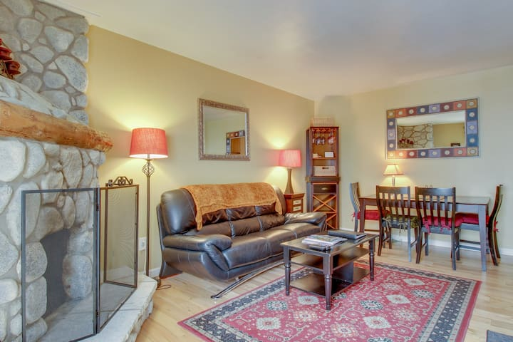 Cozy ski condo with easy access to slopes near hiking and natural beauty