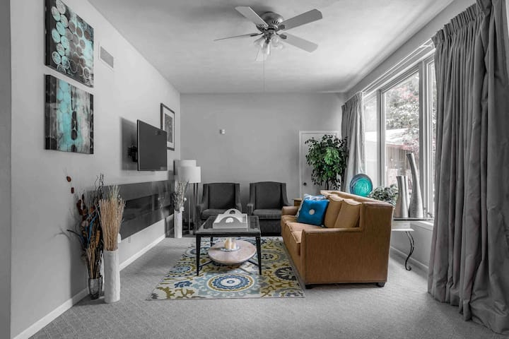 Large, private, and scenic 1 bedroom Quad Cities