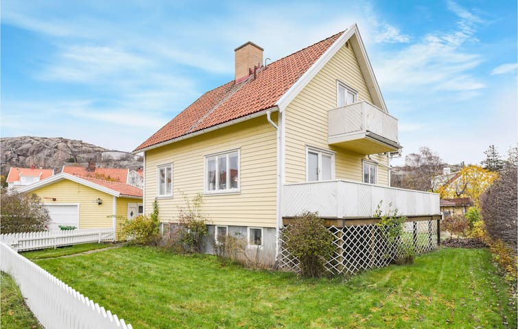 Holiday cottage with 3 bedrooms on 107m² in Fjällbacka