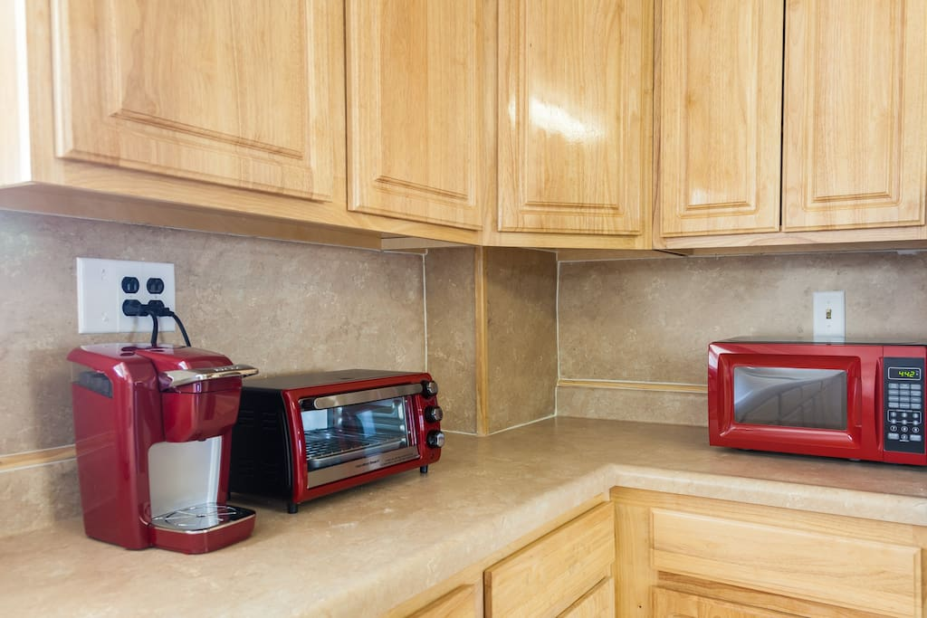 Keurig Coffee Maker, Toaster Oven & Microwave at your service!