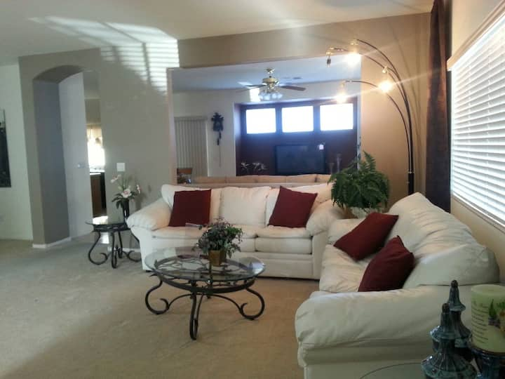 Fully equipped Pet & family friendly home !!!
