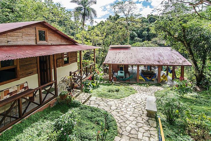 Casa Campesina frente a río, Villa Clara, 8 pers.