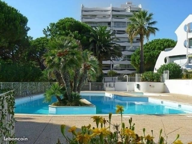 CHARMING APARTMENT WITH SWIMMING POOL AND BALCONY - CLOSE TO THE BEACH