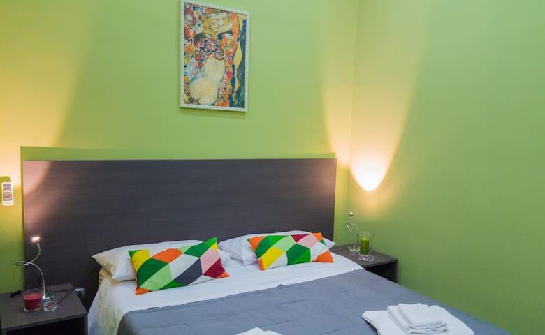 Naples Art Rooms Camera Verde