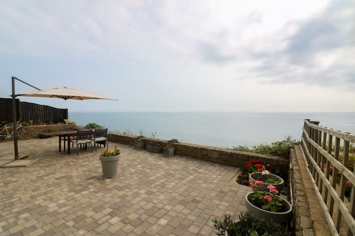Directly above the sea, fabulous 3 bed apartment - Bournemouth - Apartment