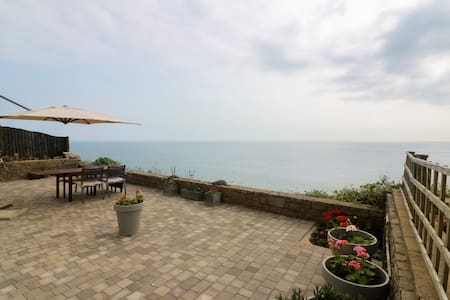 Directly above the sea, fabulous 3 bed apartment - Bournemouth