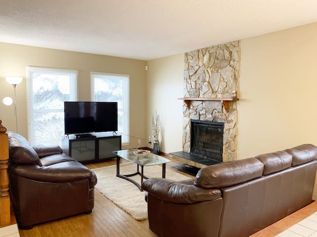 Cozy 3BR/2BA || Home Away from Home