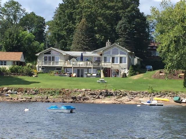 Beautiful Lakeside Retreat on the Great Sacandaga
