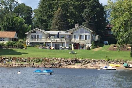 Beautiful Lakeside Retreat on the Great Sacandaga