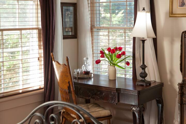 Oak Knoll - A Butler's Manor