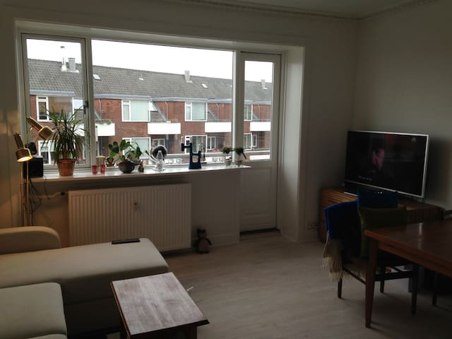 Light 2 room apartment close to the city