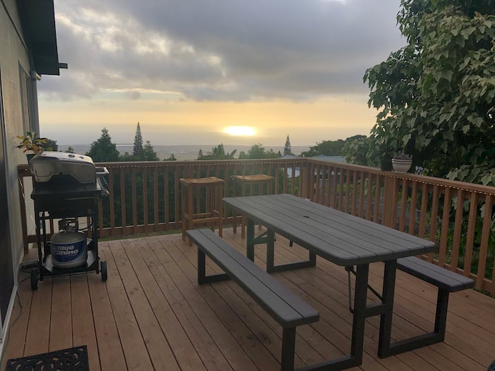 Studio and lanai w/ ocean views, near airport