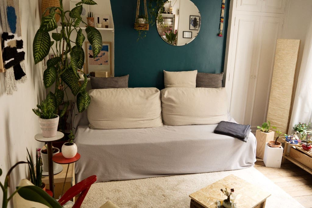 living room // convertible bed couch