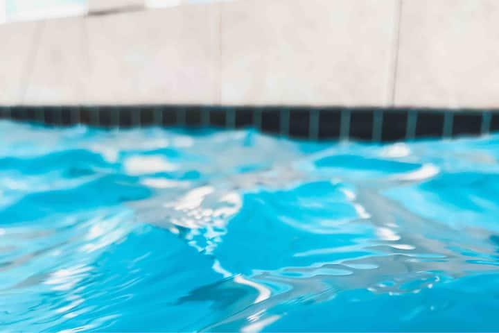 Casa grande, climatizada, piscina, bem localizada!