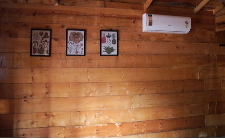 FULLY AIR CONDITIONED HUT IN HEART OF AGONDA