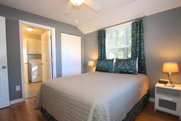 Renovated Private Cottage in Madeira Beach. Value and Comfort! - Madeira Beach - Rumah