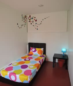 Single Bedroom @ The PILLOHOUzzze - Melaka - Bed & Breakfast