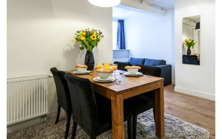 Budget Studio in Heart of Amsterdam Hub (4pax)