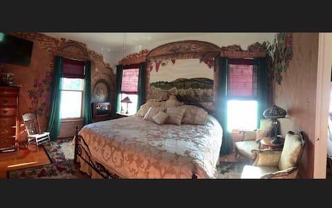Vineyard Suite @ Aunt M's Illustrated Inn.