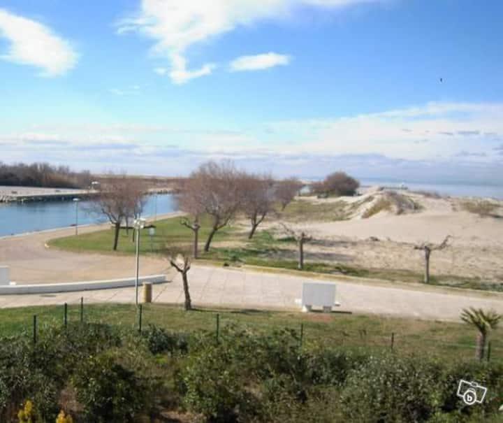 Studio vue mer 50 m de la plage Port Camargue