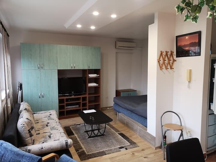 Kührner Apartment House /11A