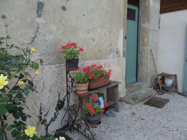 Studio Apartment for 2 - Montbernard