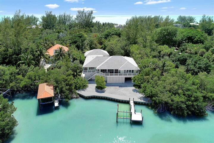CAPTIVA WATERFRONT - NEW VACATION RENTAL! HIGH SEASON AND HOLIDAY AVAILABLE 5 BEDROOMS SLEEPS 16