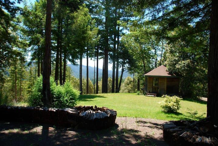 The Hexagon Ridge Top Hideaway - Navarro - Natur-Lodge