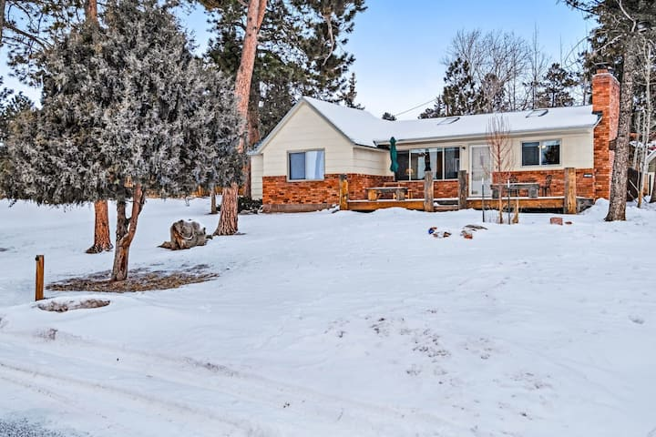 Modern & dog-friendly home w/ amazing mountain views in a great location!